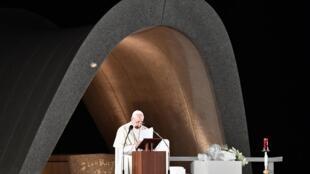 Le pape François lors d'une cérémonie au Mémorial de la paix de Hiroshima, dimanche 24 novembre, non loin du lieu où les États-Unis ont largué la bombe le 6 août 1945.