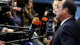 Президент Франции Франсуа Олланд на пресс-конференции в Брюсселе, 18 декабря 2014.