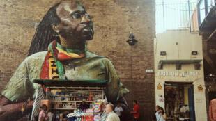 Fresque rasta sur Pope's road, à l'entrée d'une des galeries du Brixton Village, marché couvert truffé de cafés et de boutiques.