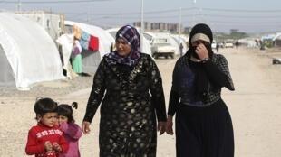 Des réfugiés yézidis dans un camp en périphérie de Duhok, le 27 février 2015.