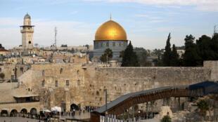 Une vue générale de la Vieille ville de Jérusalem datant du 10 décembre 2017, montre le mur des Lamentations, le lieu le plus saint du judaïsme (Image d'illlustration).