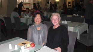 獨立中文筆會會長廖天琪(左)在國際筆會第83屆年會上 2017年10月