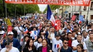 资料图片:2016年8月7日,一名华人在巴黎北郊Aubervillier 因抢劫袭击身亡,引发法国亚裔社团大规模集会抗议。