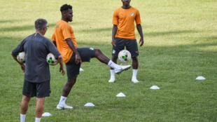 Les joueurs de football ivoiriens, lors d'une séance d'entraînement au stade Félix Houphouët Boigny à Abidjan, le 9 octobre 2018.