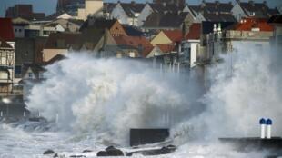 西亚拉Ciara强风暴吹袭法国2020年2月10日法北加来海峡Wimereux镇
