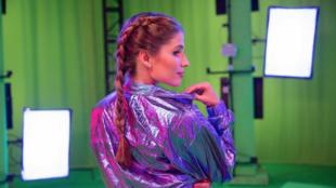 A cantora e compositora brasileira Laura Rizzotto é a primeira artista no mundo a lançar uma música através de uma performance volumétrica em realidade aumentada.