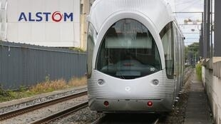 Companhia Alstom fabrica trens de alta velocidade.