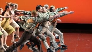 West Side Story : Leonard Bernstein soạn nhạc, Jerome Robbins biên đạo múa