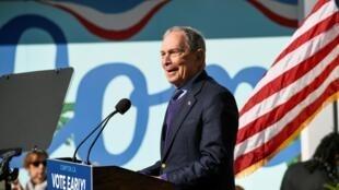 Le candidat démocrate américain Michael Bloomberg dans la ville de Compton (Californie), le 3 février 2020.