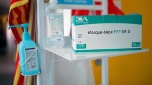 Les masques et gels hydroalcooliques sont des biens très prisés par les escrocs durant la pandémie de Covid-19.