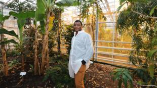 Urcil, 26 ans, est venu du Cameroun étudier à l'Université de Wageningen aux Pays-Bas, grâce à une bourse qui lui permettra de parfaire la culture du cacao.