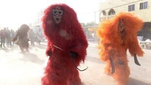 Phù thủy Gambia nhân một buổi lễ hóa trang. Ảnh minh họa.