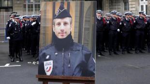 Общенациональная церемония памяти Ксавье Жюжеле, застреленного на Елисейских полях на прошлой неделе, прошла во вторник, 25 апреля, в Париже.