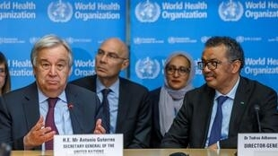 Tổng thư ký Liên Hiệp Quốc Antonio Guterres (T) và tổng giám đốc WHO Tedros Adhanom Ghebreyesus họp bàn về tình hình dịch virus corona tại Genève, Thụy Sĩ ngày 24/02/2020.