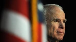 Ông John McCain trong một cuộc họp báo vận động tranh cử tổng thống ở Beverly Hills ngày 28/05/2008.