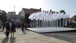 «72 Vierges au Soleil», l'oeuvre de Mehdi Georges Lahlou, dans la cour du village de la Biennale où se tient l'exposition principale du In.