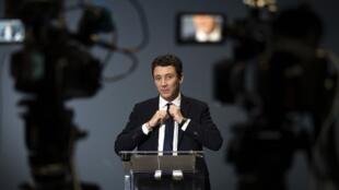 Benjamin Griveaux durante o anúncio de retirada de sua candidatura à prefeitura de Paris, na última sexta-feira (14).