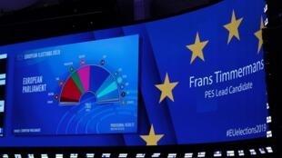 Une projection de la composition du Parlement européen s'affiche dans l'hémicycle de Bruxelles, le 27 mai 2019.