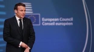 O sonho do presidente francês em transformar a União Europeia em uma grande potência econômica e militar é contrariado pela Rússia e pelos Estados Unidos.