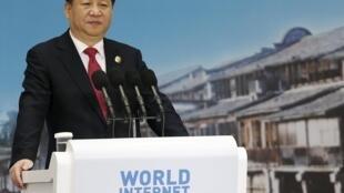 Presidente chinês Xi Jinping na cerimónia de abertura da segunda conferência mundial sobre a Intenet em Jiaxing, a 16 dezembrode  2015.