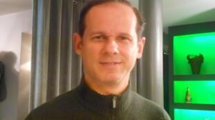 O jornalista e escritor português José Rodrigues dos Santos em Paris a 18 de Março de 2016