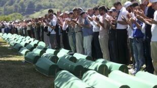 Траурная церемония в Потокари, 11 июля 2017