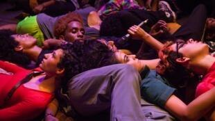 """""""Quando Quebra Queima"""", do ColetivA Ocupação, na programação do festival Panorama 2020, no Centre National de la Danse (CN D) de Paris."""