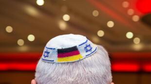 O comissário do governo alemão para o combate ao antissemitismo aconselhou judeus a não usar o quipá em lugares públicos.