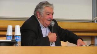 """O ex-presidente uruguaio, José Mujica, abriu a  terceira Conferência """"Europa - América Latina"""" nesta terça-feira (27) em Paris."""