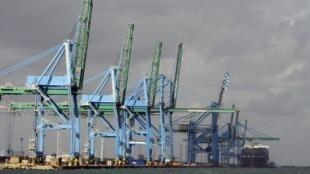 Le port de Fos-sur-Mer, près de Marseille, où les armes doivent être chargées.