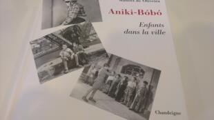 "Capa do livro ""Anick Bóbó Enfants de la Ville"""