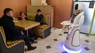 They might be fairly common in Japan or China, but a robot waitress is proving a hit in war-wracked Kabul