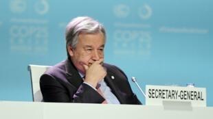 آنتونیو گوترش، دبیرکل سازمان ملل متحد، که در پیام خود به مناسبت آغاز کوپ ۲۵ هشدار داده بود که جهان در نقطه بیبازگشتی قرار گرفته است.