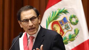 En su discurso de investidura, Martín Vizcarra prometió luchar contra la corrupción, el 23 de marzo de 2018.