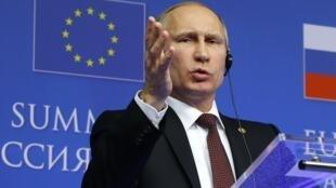 Vladimir Poutine en conférence de presse, à Bruxelles, le 28 janvier 2014.