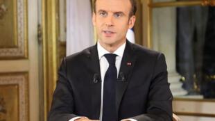 Le président français Emmanuel Macron s'exprime lors d'une allocution spéciale à la Nation, après quatre semaines de manifestations des gilets jaunes. Palais de l'Elysée, à Paris, le 10 décembre 2018.