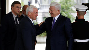Le vice-président américain Mike Pence (à gauche) et le Premier ministre du Montenegro Dusko Markovic après une réunion bilatérale à la Maison Blanche, le 5 juin 2017.