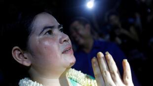 Bà Tep Vanny, nhà tranh đấu cho quyền an cư, cảm ơn những người ủng hộ, sau khi bà được Quốc Vương Cam Bốt ân xá, Phnom Penh, ngày 20/08/2018