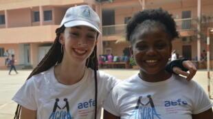 Ariadna de Madrid et Emmanuelle de Conakry, pionnières des programmes d'échanges entre lycées français du monde.