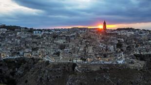 Matera (Basilicata) capitale européenne de la Culture 2019, a été balayée dans la nuit par une tornade qui a causé des chutes d'arbres et de lampadaires et endommagé de nombreux toits et bâtiments, sans faire de blessés.