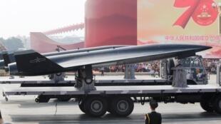 ចិនបង្ហាញគ្រឿងសព្វាវុធ WZ-8 supersonic ក្នុងព្យុហយាត្រាកងទ័ពដើម្បីប្រារព្ធខួប៧០ឆ្នាំនៃការបង្កើតកងទ័ពចិនកាលពីថ្ងៃទី ១តុលា ២០១៩