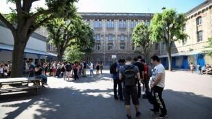 Dans la cour d'un lycée français. (Image d'illustration)