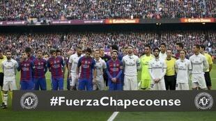 Homenagem do FC Barcelona ao Chapecoense durante partida de 3 de dezembro