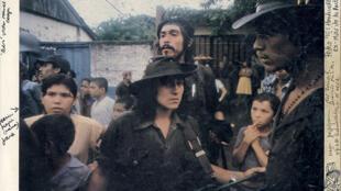 Ejemplar de Nicaragua con las notas tomadas por Susan Meiselas para encontrar los protagonistas de la foto.