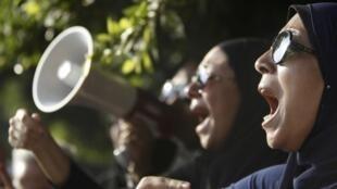 Manifestantes contra o presidente deposto Mohamed Mursi preparam-se para  sair às ruas neste domingo, 7 de julho de 2013.
