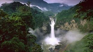 Cascada de San Rafael en el río Quijos, reserva de biosfera Sumaco, Ecuador.