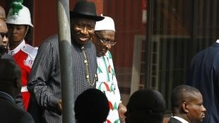 Nigeria's President Goodluck Jonathan (L)