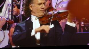 Andre Rieu tại một buổi hòa nhạc ở Amsterdam (Hà Lan).