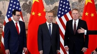 Phó thủ tướng Trung Quốc Lưu Hạc (G) và các đại diện phái đoàn Mỹ, trong vòng đàm phán thương mại ở Bắc Kinh, ngày 01/05/2019