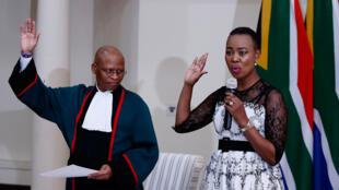 La ministre sud-africaine de la Communication Stella Ndabeni-Abrahams lors son entrée au gouvernement, le 30 mai 2019 à Pretoria, en Afrique du Sud.